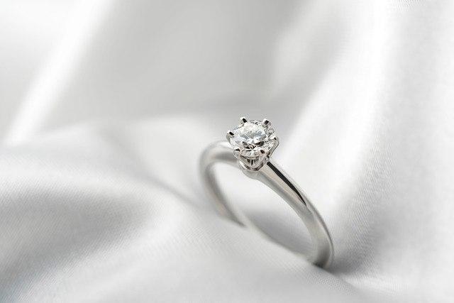 輝き?希少性?なぜダイヤモンドには価値があるのか