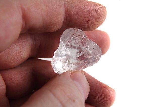 輝きを持つ前のダイヤモンド原石はどんな石なのか?