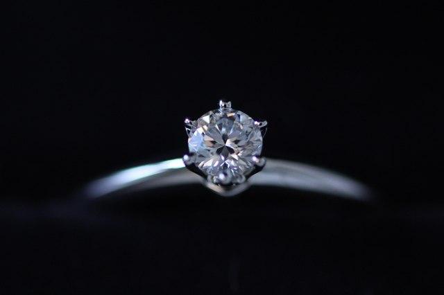 ダイヤモンドはカットでさまざまな表情をみせる